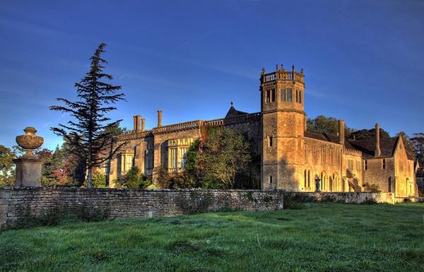 Lacock Abbey by Psin