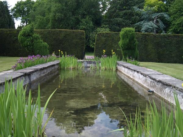 Ornamental pond, Falkland Palace by Tournisol