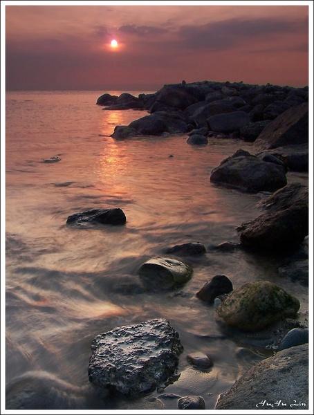 sun is setting by HuHuLin