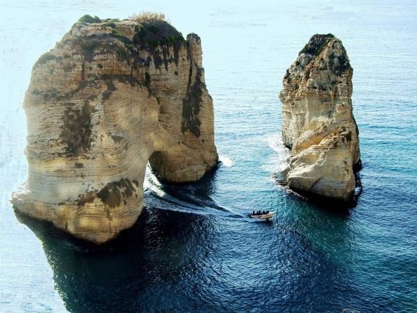 Alrawsha rock Lebanon by raadalshawi