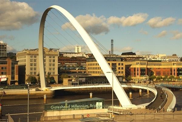 The Millennium Bridge Gateshead by philstaff
