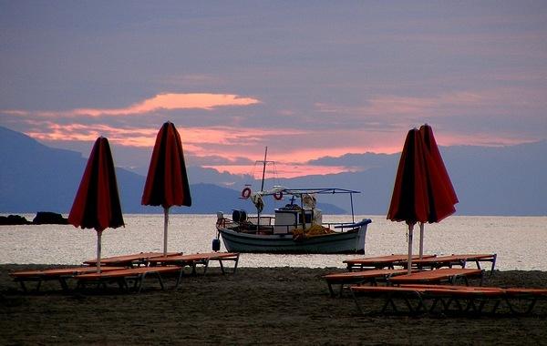 beach umbrellas at dawn by rosiebobo
