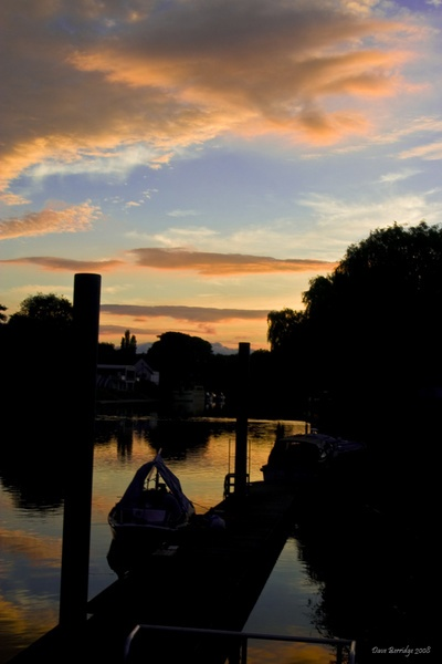 Silhouette on the severn by VidB