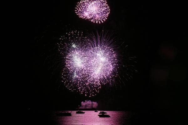 Fireworks at Poole by Geofferz
