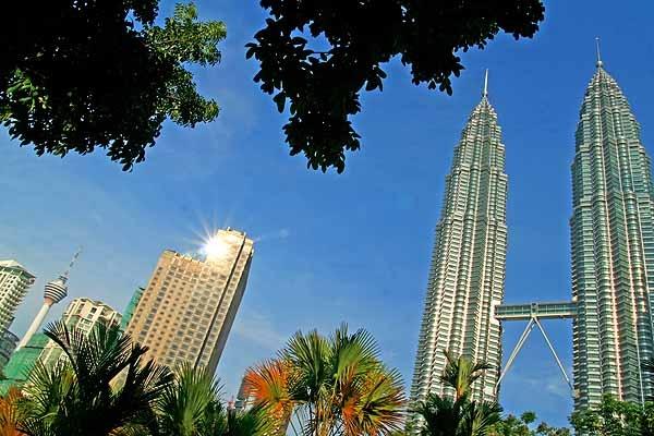 Kuala Lumpur skyline by danielwaters