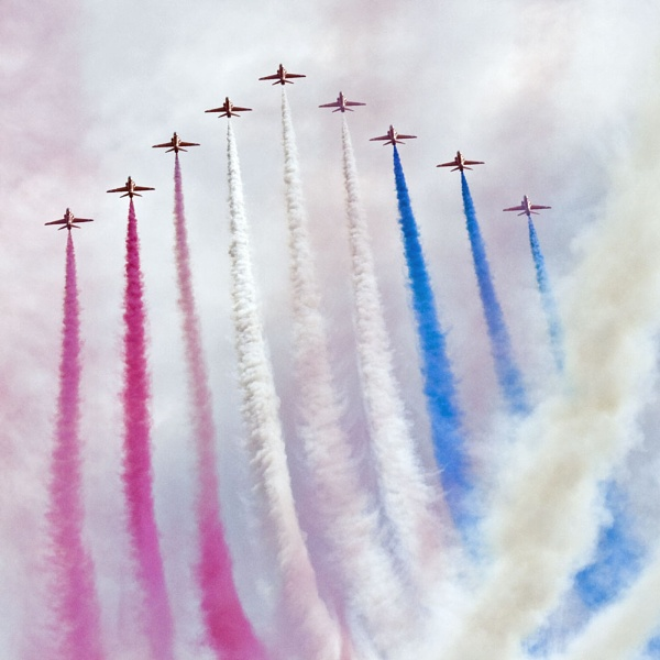 Red Arrows by richardolivermartin