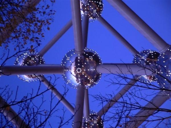 Atomium by Julesworks