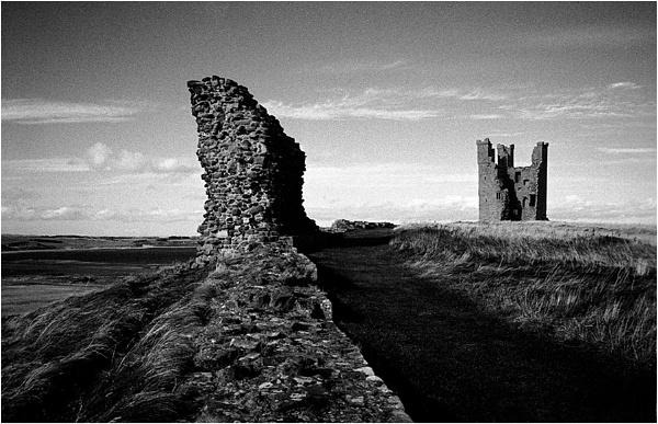 Dunstanburgh Castle by IainH