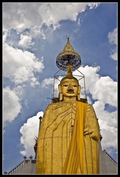 Golden Statue by deja008