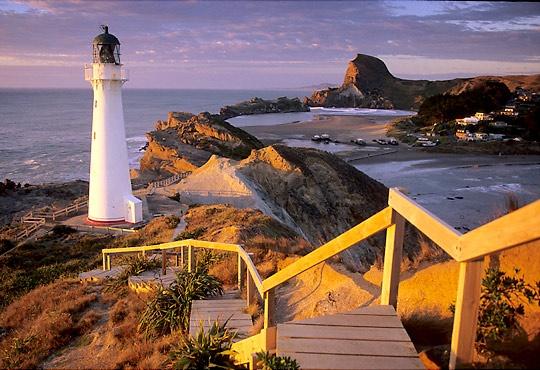 Castlepoint Lighthouse by tg