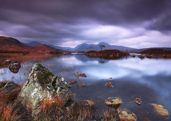 Loch Nah-Achlaise - Rannoch Moor by DouglasLatham