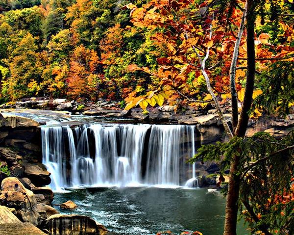 Autumn Falls by Ken105