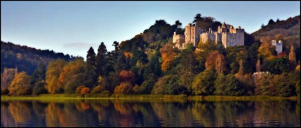 Dunster Castle by cassiecat