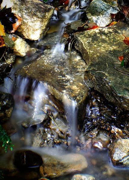 Mini falls by Tettie