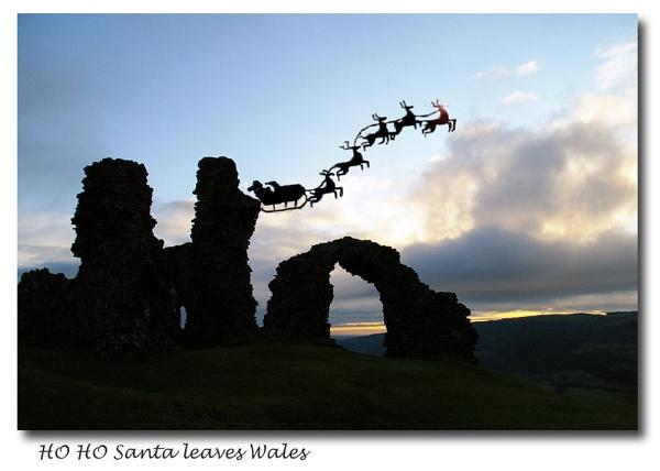 Ho Ho Santa leaves Wales by Mynett