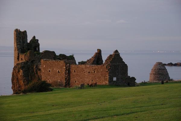 Dunure Castle by John45
