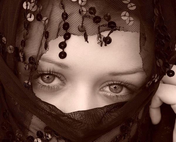 girl portrait by fasfoto