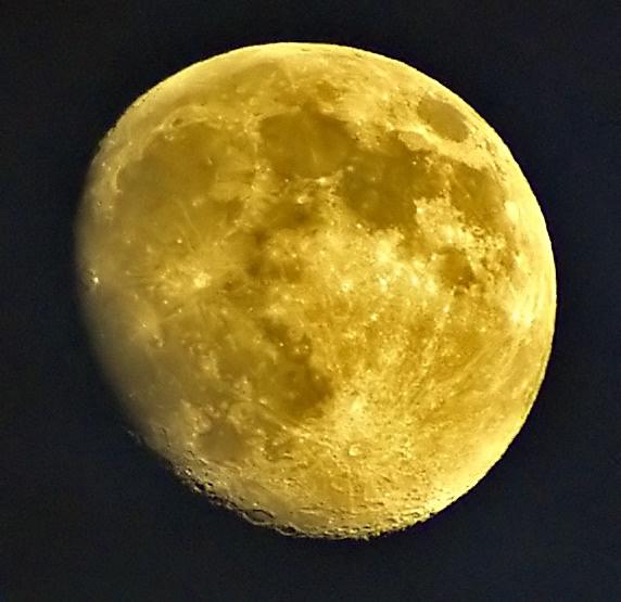 Moon by DaveH64