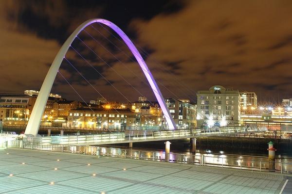 Gateshead Millennium Bridge by sally_gorse