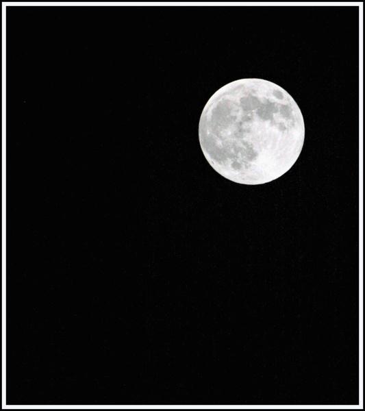 Moon shot by rikewoo