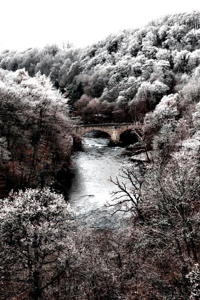 Frosty Valley by hollkj