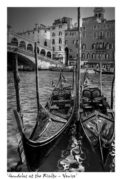 Gondolas at the Rialto by angej