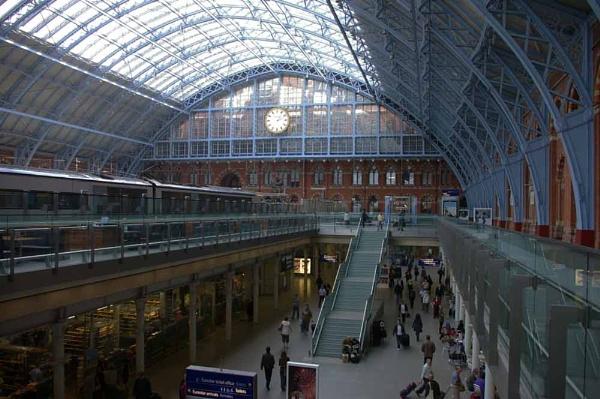 Train now leaving... by Barbaraj
