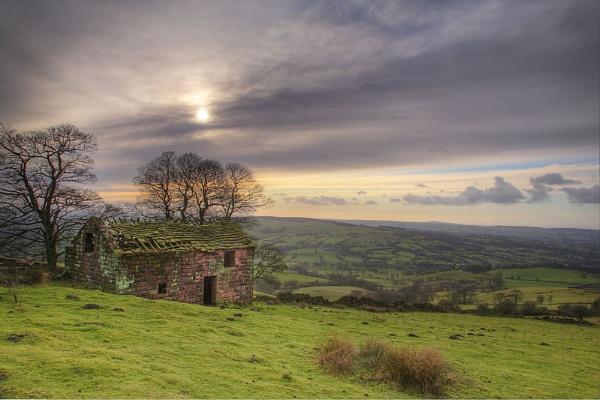 Old Stone Barn by LlesdnilLegin