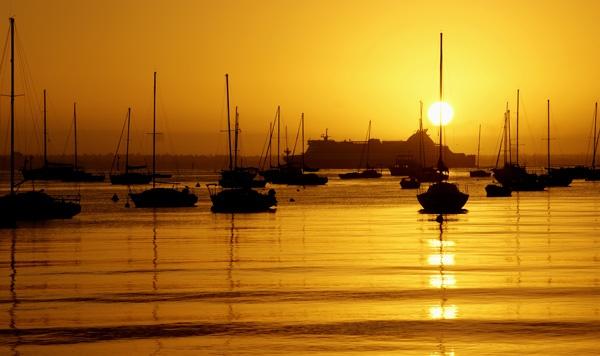 Sunrise by lesleyw