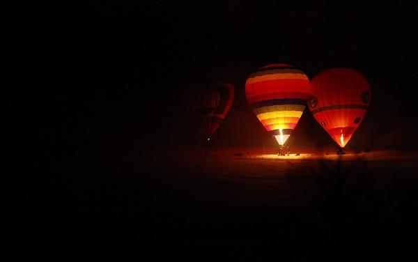 The Night Glow - Festival International de Ballons by cosmic_spunk