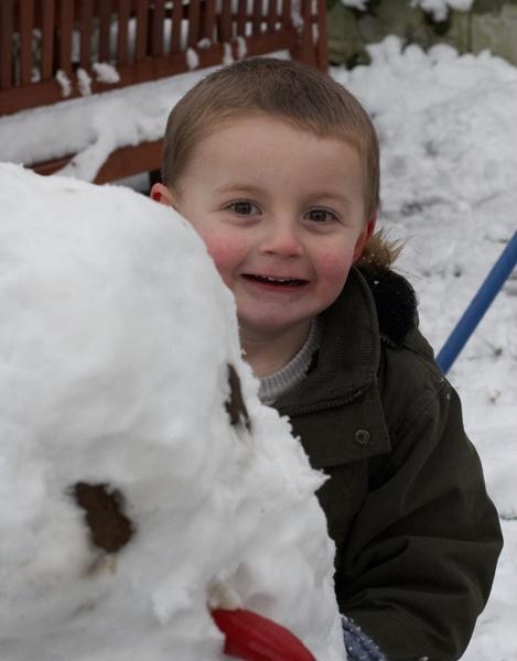 Hiding behind the Snowman by dannyg