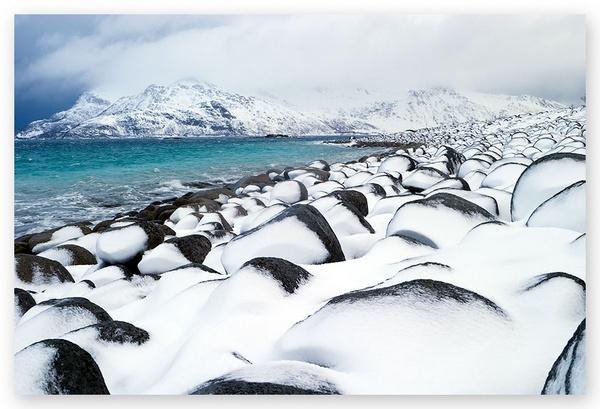 Snow and sea by oisteinth