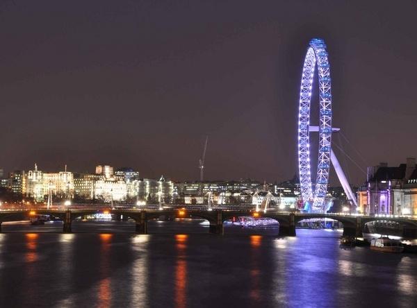 London Millenium Wheel st night by dickbulch