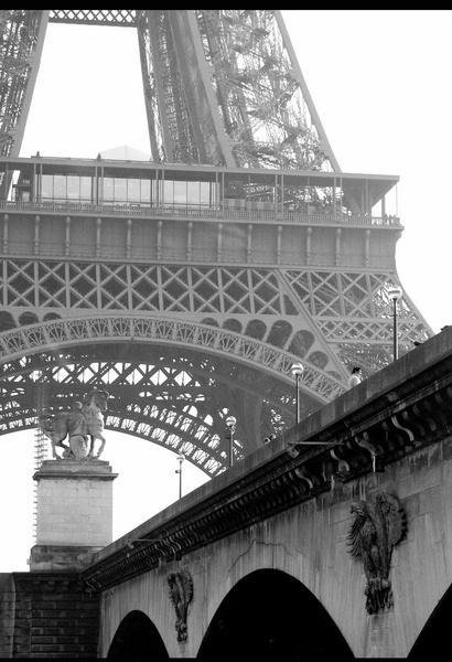 Eiffel tower by HalfBeard