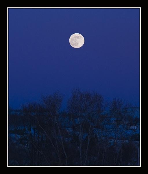 Perigee Moon by JimV