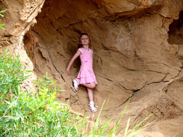Launa in rock cave by michael70