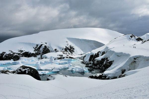 Antarctic depths by KangaGal