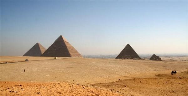 Pyramids at Giza by jwatson