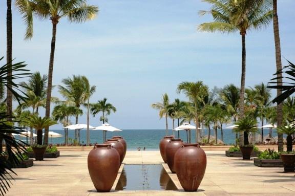 Serene symmetry by CuongTu