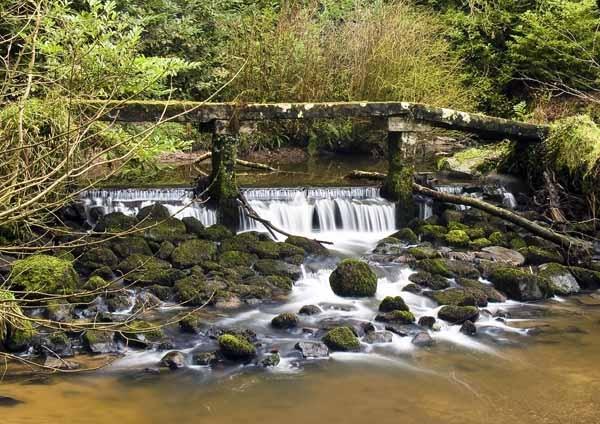 Old stone footbridge by Woodlander