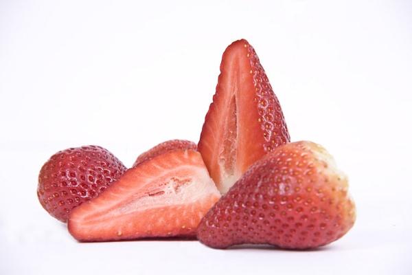 Strawberries by LlesdnilLegin