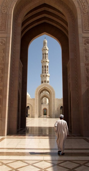Entering the Mosque by bouic