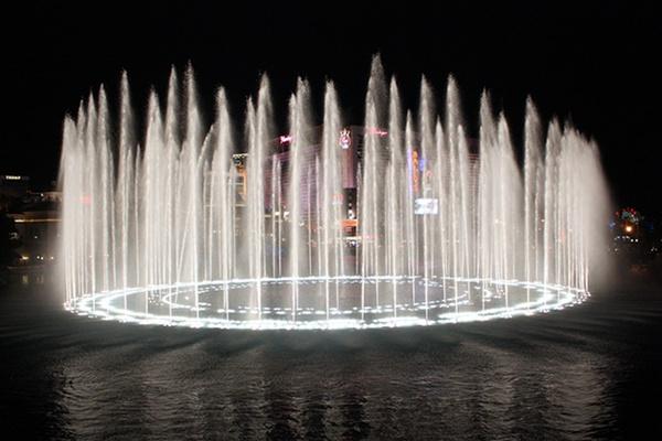 Bellagio Water Art by liparig