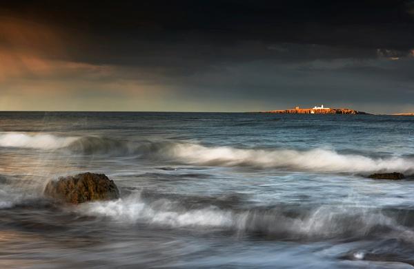 Light on a Lighthouse.. by chris-p