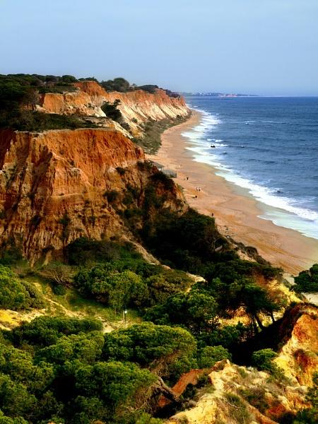 Portugese Cliffs by chensuriashi