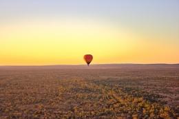 sunrise balloon flight over alice springs