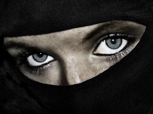 Mysterious eyes by alzeepark