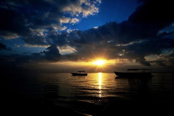 Sunrise by jos