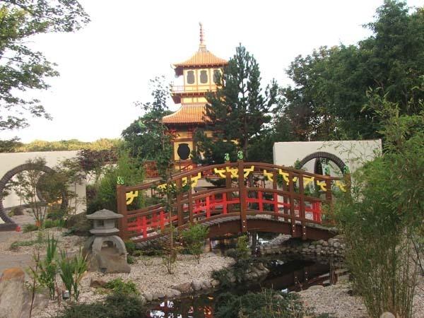 japanese garden by fleetwoodflyers
