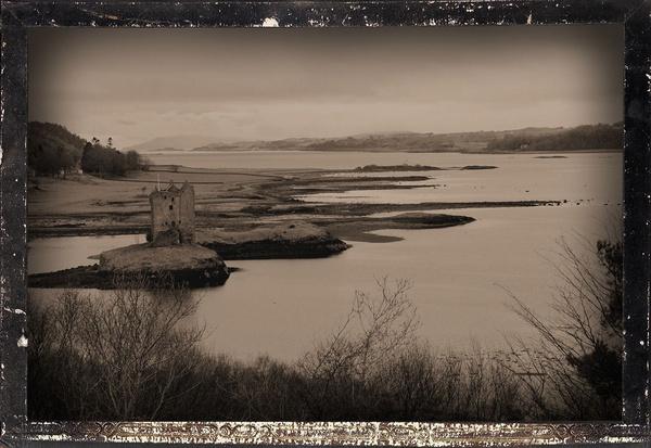 Barcaldine Castle by Ladynina